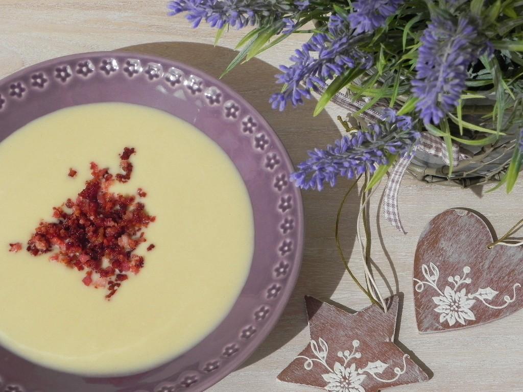 Crema de coliflor con crujiente de bacon