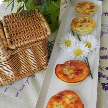 Mini quiches de bacon y de calabacín con cebolla