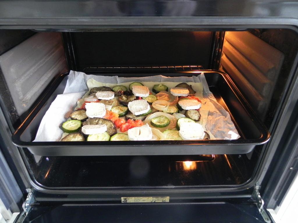 Coca de verduras asadas con queso de cabra cocotteminute - Verduras rellenas al horno ...