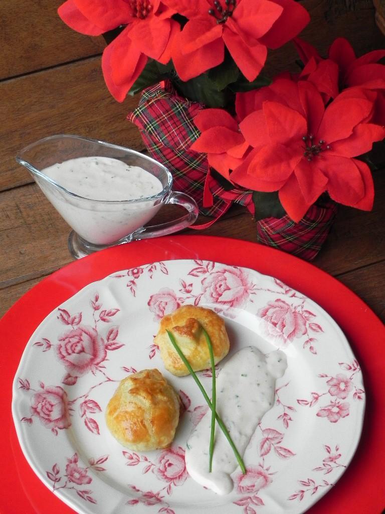 Medallones de solomillo en hojaldre con salsa de cebollino