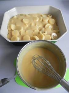 Añadimos una capa de capa de crema sobre los plátanos