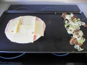 Ponemos la tortilla sobre la plancha