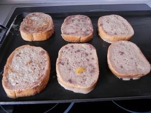 Ponéis las tostadas encima