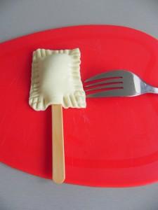 Sellamos bien los lados con un tenedor