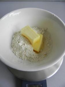 Añadimos la mantequilla a temperatura ambiente