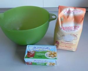 Mezclamos el azúcar con la mantequilla reblandecida