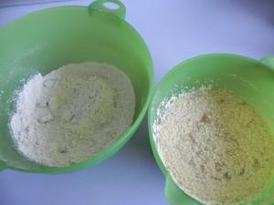 Mezclamos la mezcla de la harina con la de los plátanos