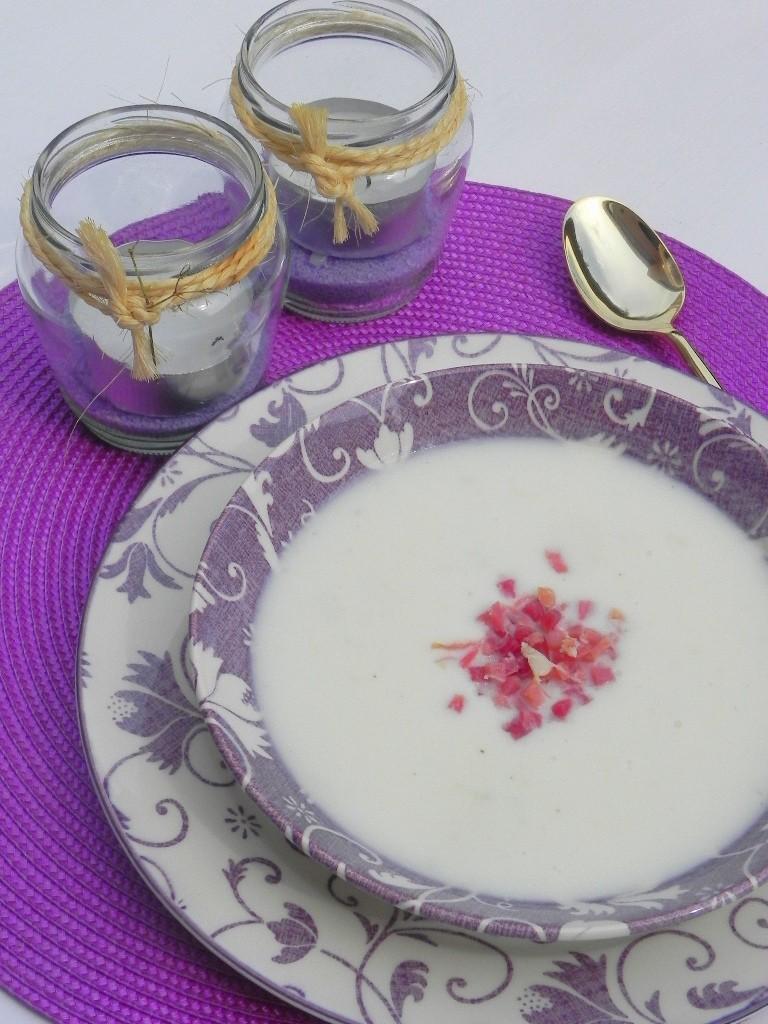 Sopa fría de melón con taquitos de jamón
