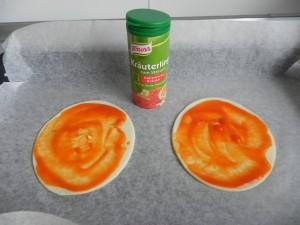 añadimos las especias italianas por encima del tomate