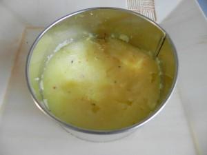 Colocamos una primera capa del puré de patatas
