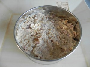 A continuación, una capa del atún con mayonesa