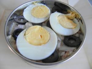 Sobre ellas, el huevo