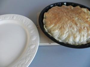 Y ahora, desmoldamos poniendp un plato por encima (como una tortilla de patata)