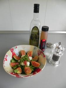 Aliñamos bien con el aceite, el vinagre, la sal y la pimienta