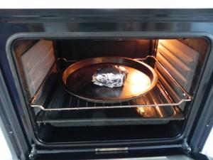 La metemos al horno una hora aprox. a 200º