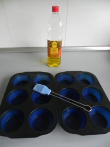 Untamos con aceite unos moldes de silicona