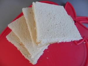 Retiramos la corteza del pan