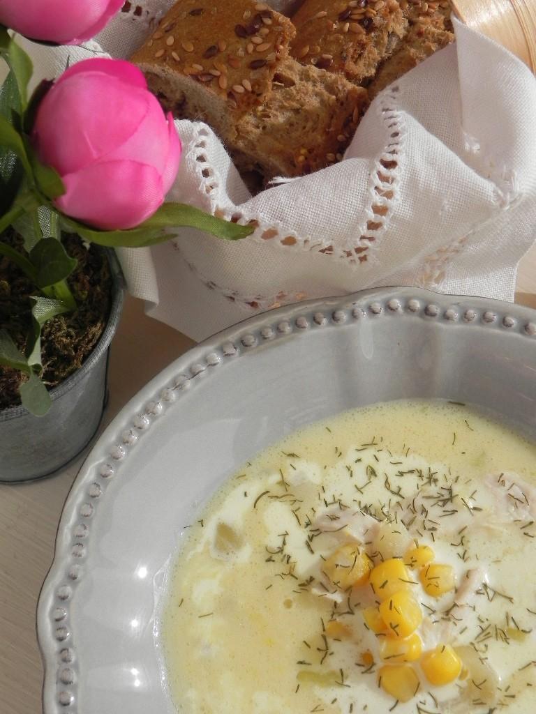 Sopa de maíz y pollo