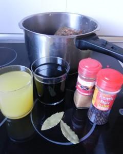 Añadimos el jugo, el Jerez y las especias