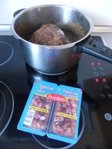 Una vez hecha la carne, añadimos los taquitos de jamón