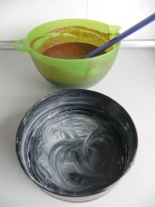 Ponemos la mezcla en jun molde con mantequilla