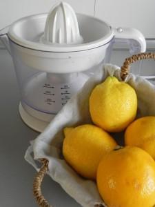 Hacemos la misma cantidad de zumo de limón
