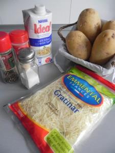 Ingredientes de gratinado de patatas y cebollino