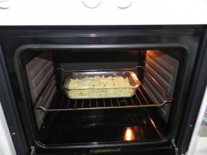 Lo metçeis al horno a 180º  hasta que el queso se funda