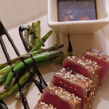 Tataki de atún con sésamo