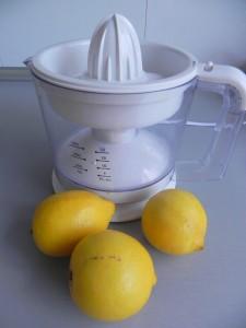 Hacemos el zumo de los 3 limones