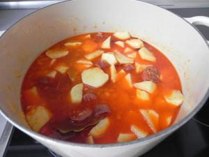 Curbrimos las patatas con agua