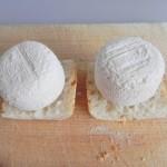 Ponemos el queso de cabra sobre el pan