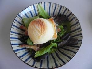 Y el trozo de pan con queso de cabra