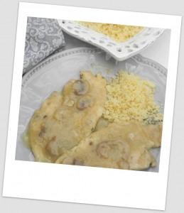 Escalopines de pollo al estilo Elena (con salsa de chapiñones y manzana)