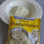 Ponemos la crema de champis en un plato o bol