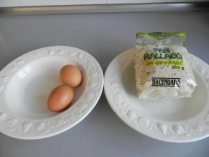 Rebozamos las berenjenas en huevo y pan rallado