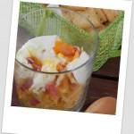 Vaso de huevo frito con patatas paja y jamón