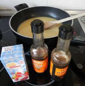 Añadimos la salsa de soja, la nata y la salsa Worcestershire