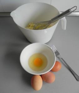 Añadimos los huevos batidos