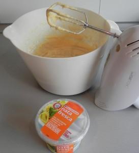 Incorporamos la crema fresca espesa