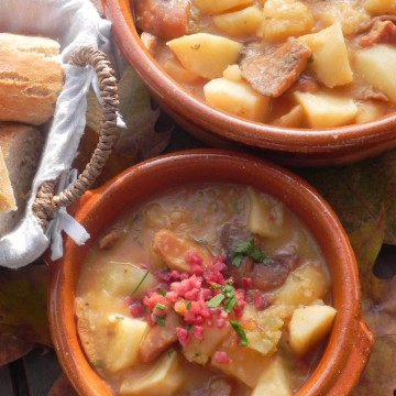 Patatas picantes con níscalos