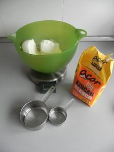 Añadimos el azúcar al queso