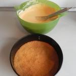 Añadimos la mezcla sobre la base de galletas con cuidado