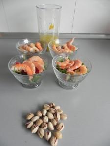 Añadís la vinagreta y los pistachos pelados antes de servir