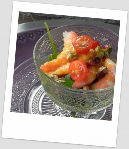 Ensalada de langostinos con viangreta de mango