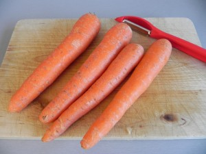 Pelamos las zanahorias