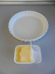 Untamos un molde con mantequilla