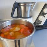Trituramos lo sólido, añadiendo un poco de caldo