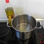 Calentamos un poco de aceite en una olla