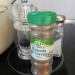 Salpimentamos y añadimos la pimienta de cayena